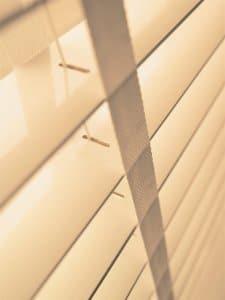 houten shutter jaloezie detail van ladderband