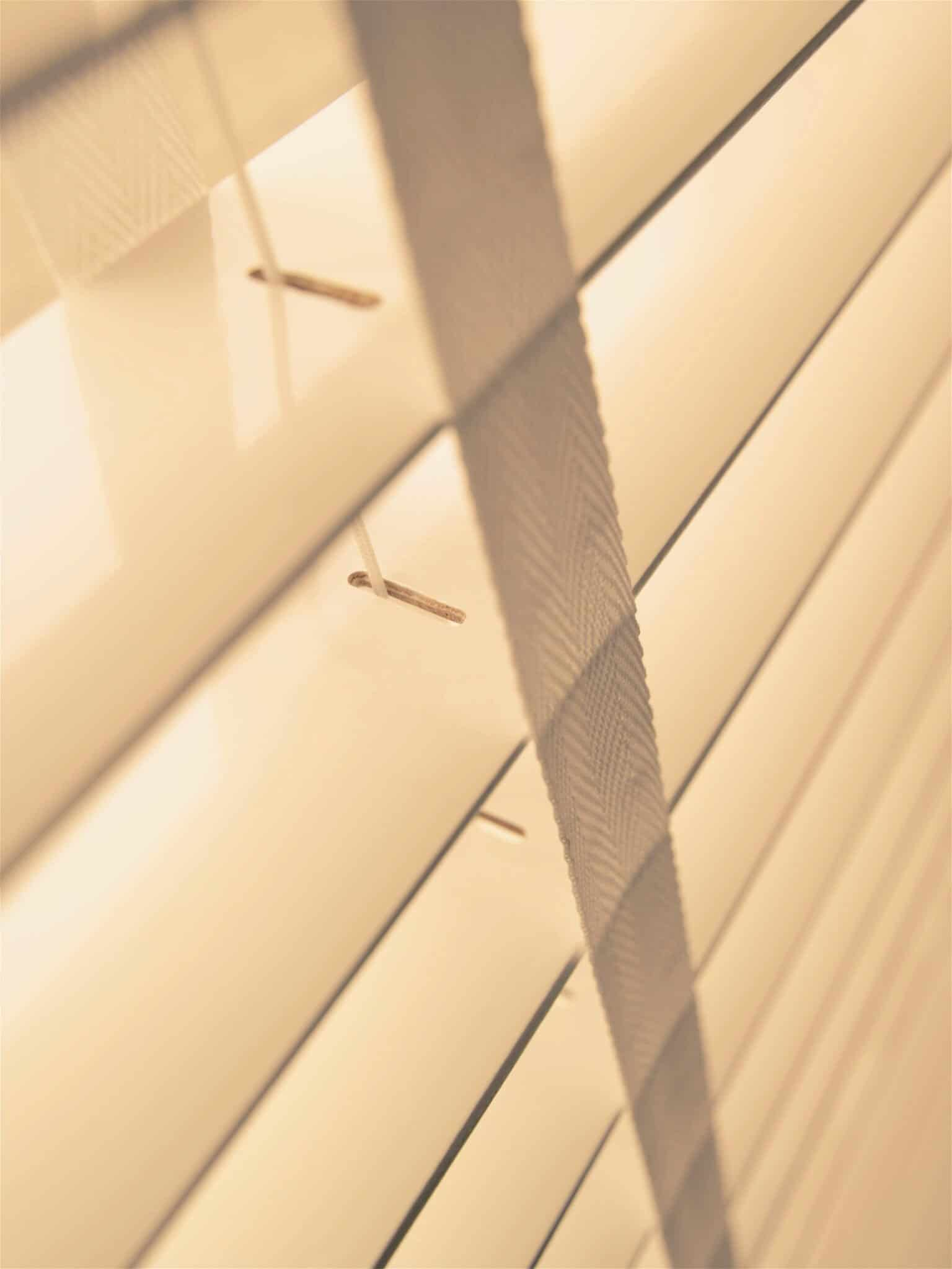houten shutter jaloezie detail ladderband