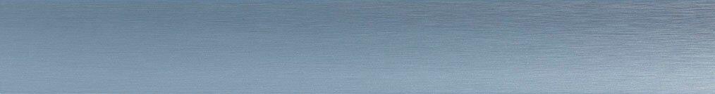 Aluminium jaloezie 'Groep 2' 10.2302 blauw/zilver metallic met lichte structuur zijdeglans – beschikbaar in 25 – 50 mm – kleur bovenbak en onderlat: 10.2420 (lichtblauw zijdeglans)
