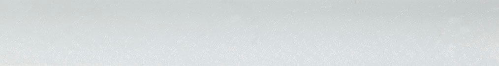 Aluminium jaloezie 'Groep 3' 10.2730 gebroken wit met structuur zijdeglans – beschikbaar in 25 – 50 mm – bovenbak en onderlat in kleur: 10.2005 (gebroken wit zijdeglans)